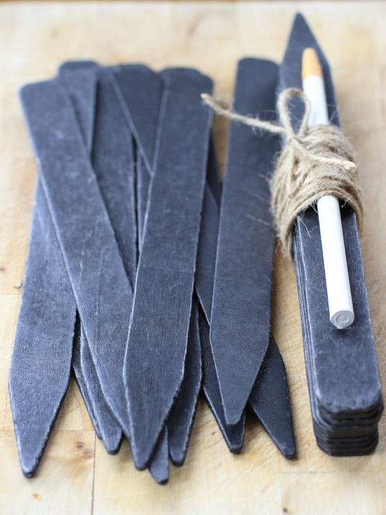 DIY herb markers blackboard