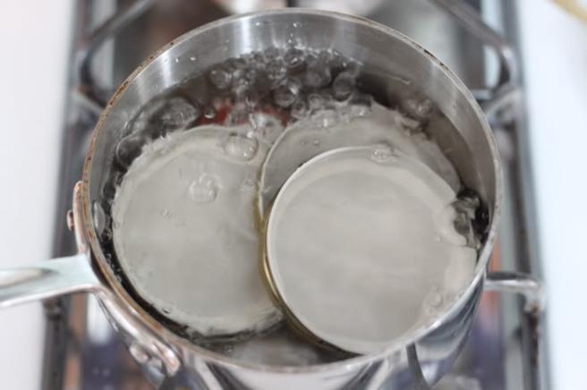 how-to-sterilize-jars-lids