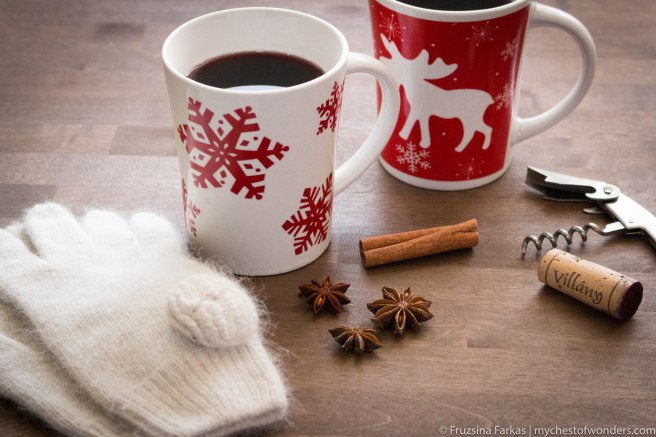 mulled red wine in mugs
